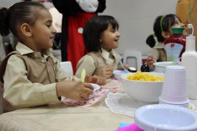 فن الاتيكيت لـ 18 طفل بروضة جمعية البر بالهفوف