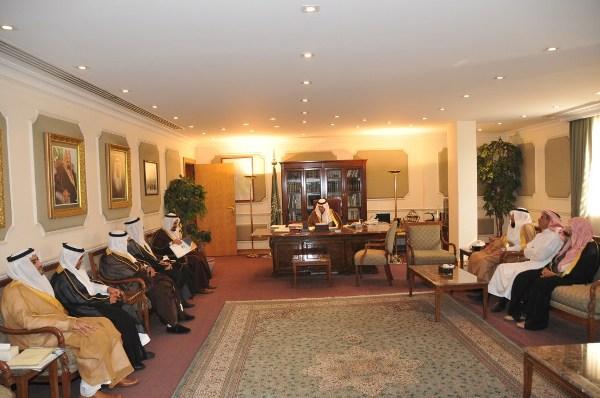 جانب من لقاء صاحب السمو الامير بدر باعضاء مجلس الادارة