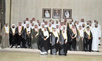 الأمير سعود بن نايف يتوسط منسوبي الجمعية